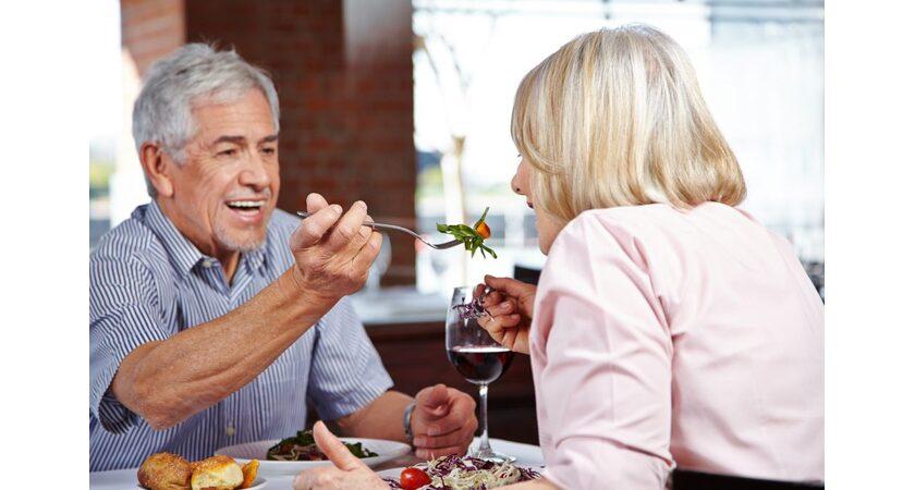 randki 7 lat młodsze szybkie randki na początku lat dwudziestych