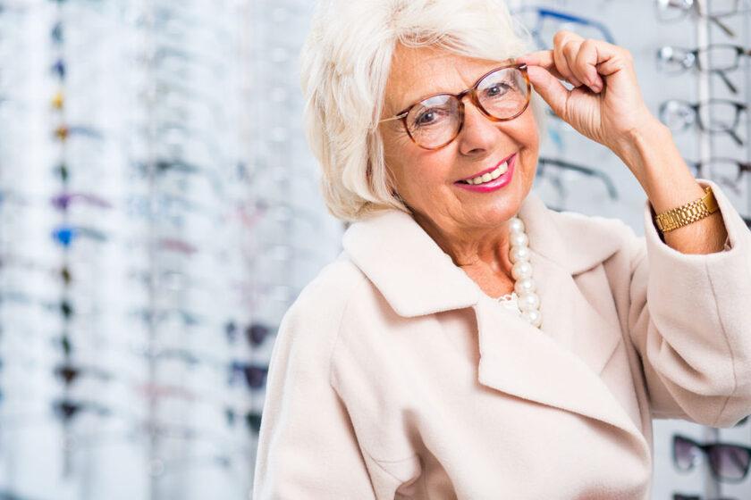 Jak wybrać odpowiednie okulary dla osób starszych