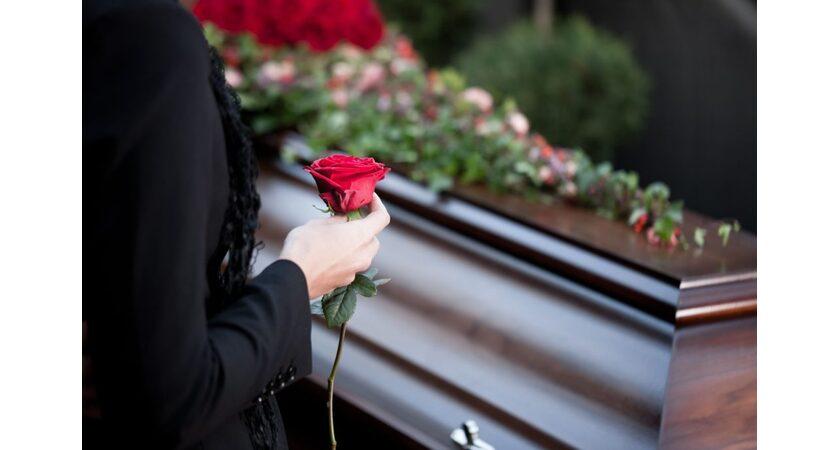 Ostatnie Pożegnanie Zmarłego Wzory Przykłady Mowy Pogrzebowej