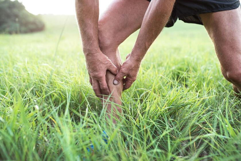 Mężczyznę złapał ból nóg w czasie biegania