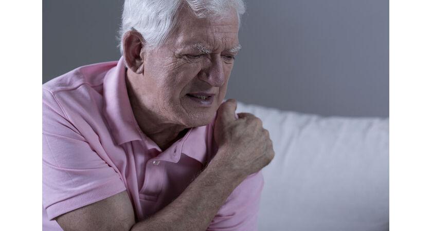 Mężczyznę boli ramię