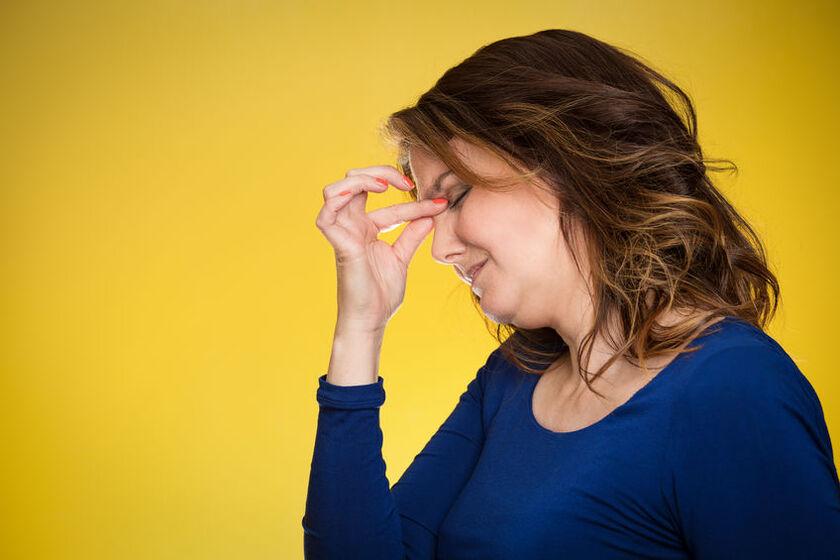 Kobieta odczuwa objawy wczesnej menopauzy