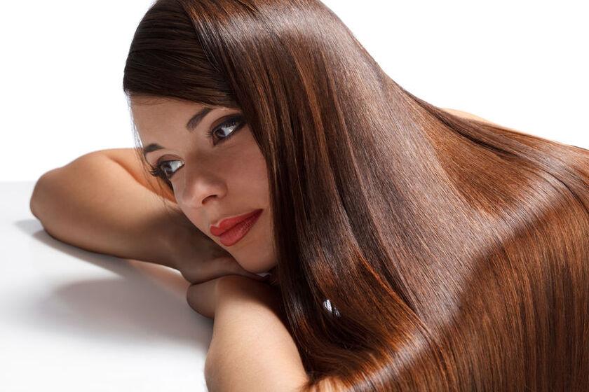 Kobieta po zabiegu laminowania włosów