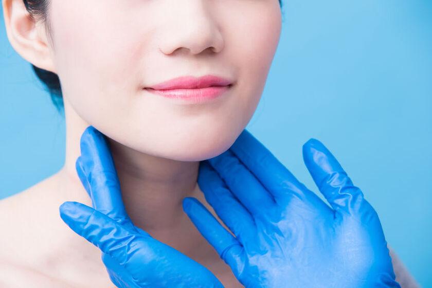 Kobieta na badaniu u endokrynologa