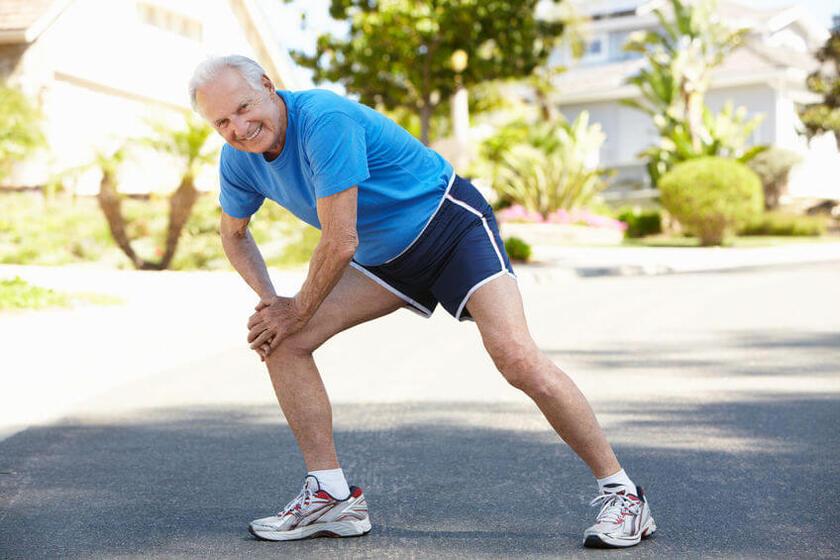 Rozgrzewka kolana przed bieganiem