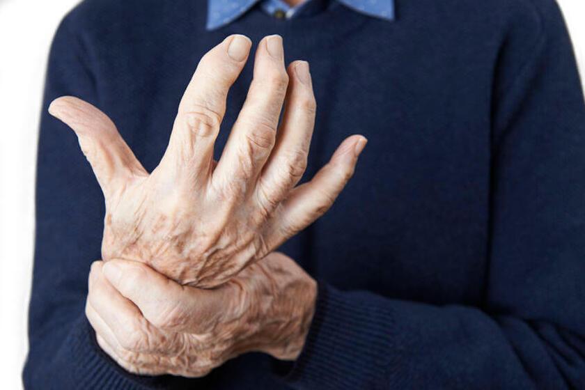 Pacjent cierpiący z powodu reumatoidalnego zapalenia stawów
