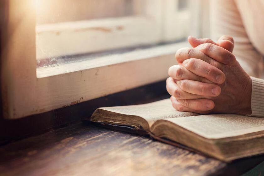 Modląca siękobieta