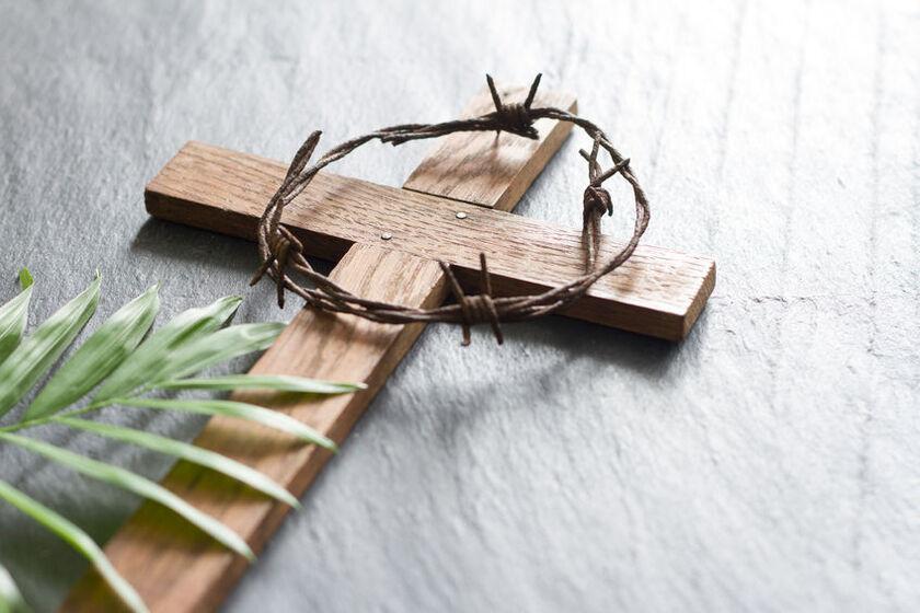 Krzyż i korona cierniowa