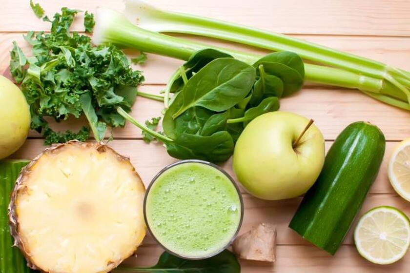 Warzywa i owoce - jabłka, cytrusy, ananas, seler