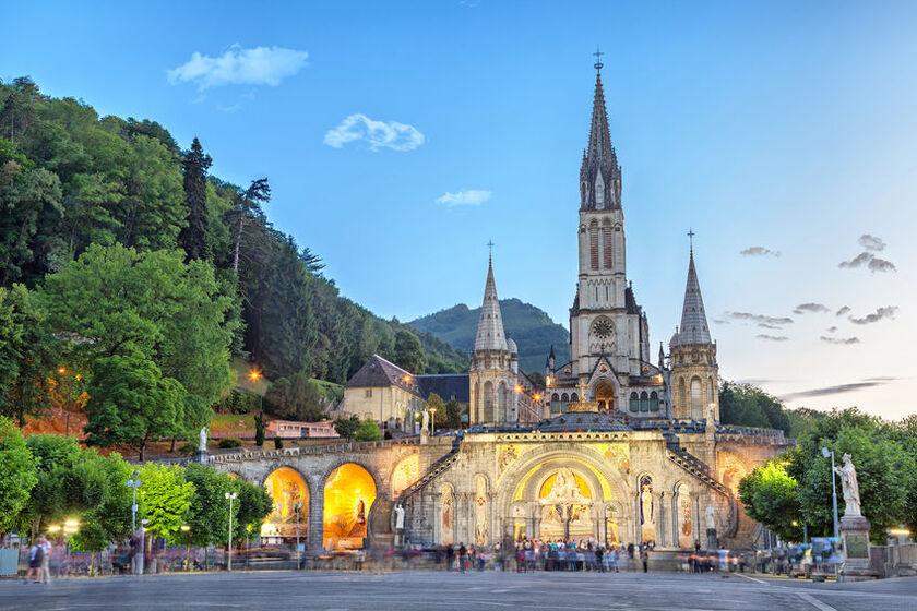 Bazylikę Niepokalanego Poczęcia Najświętszej Maryi Panny w Lourdes