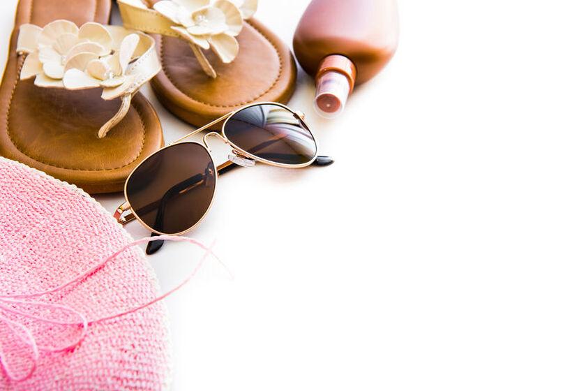 Balsam brązujący, klapki i okulary