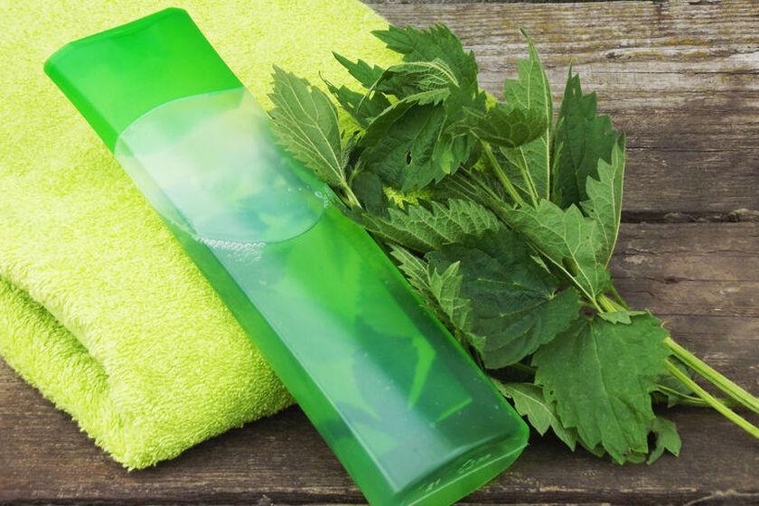 Szampon ziołowy do włosów i ręcznik