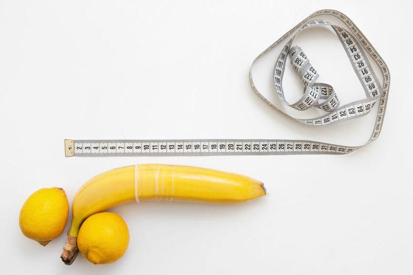 Prezerwatywa założona na banana i miarka