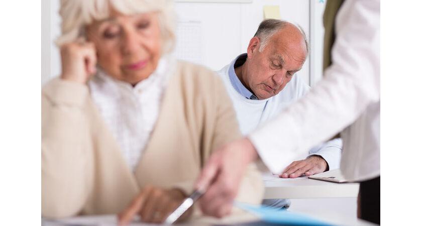 Seniorzy na zajęciach lekcyjnych