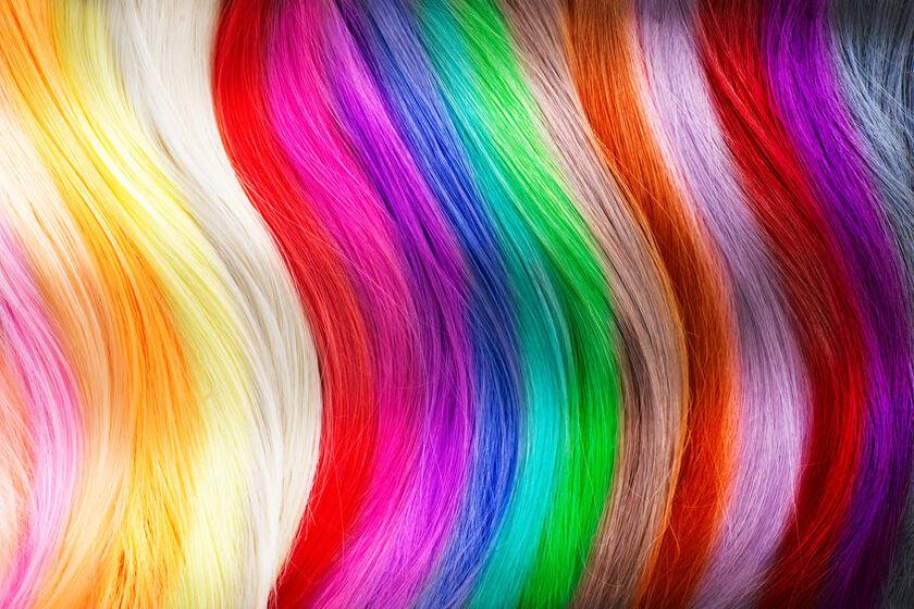 Różnokolorowe kosmyki włosów