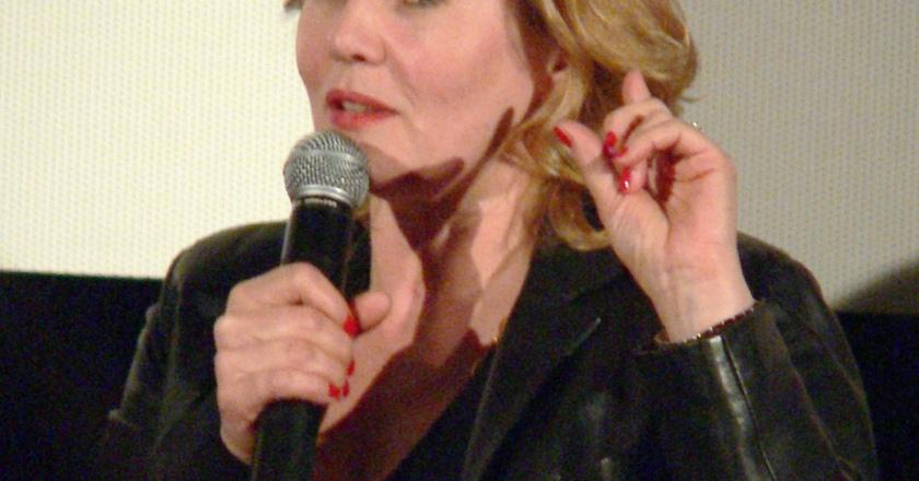aktorka Grażyna Szapołowska z mikrofonem