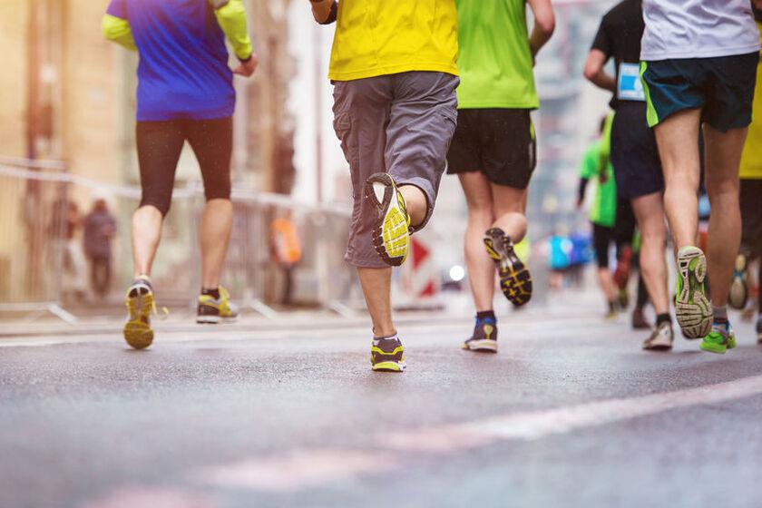 Biegacze w czasie maratonu