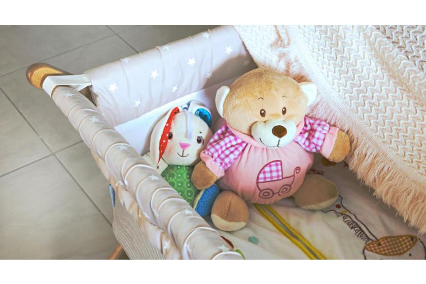 Puste łóżeczko dla dziecka