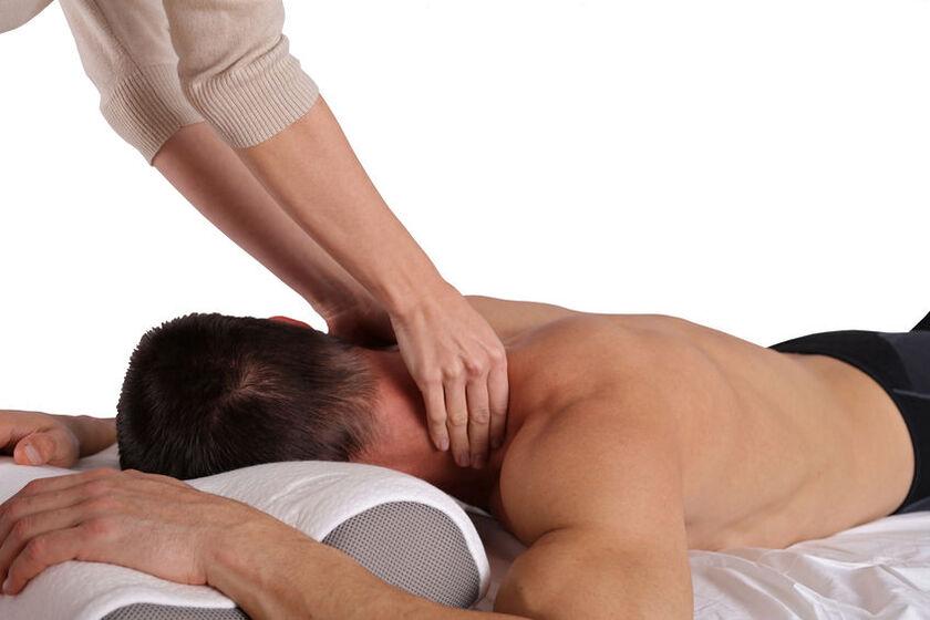 Pacjent w trakcie rehabilitacji kręgosłupa