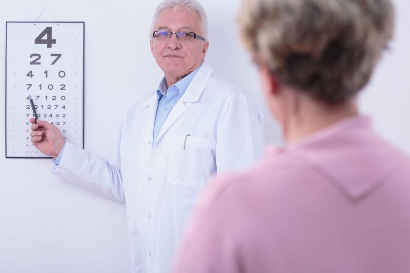 Kobieta na badaniu wzroku