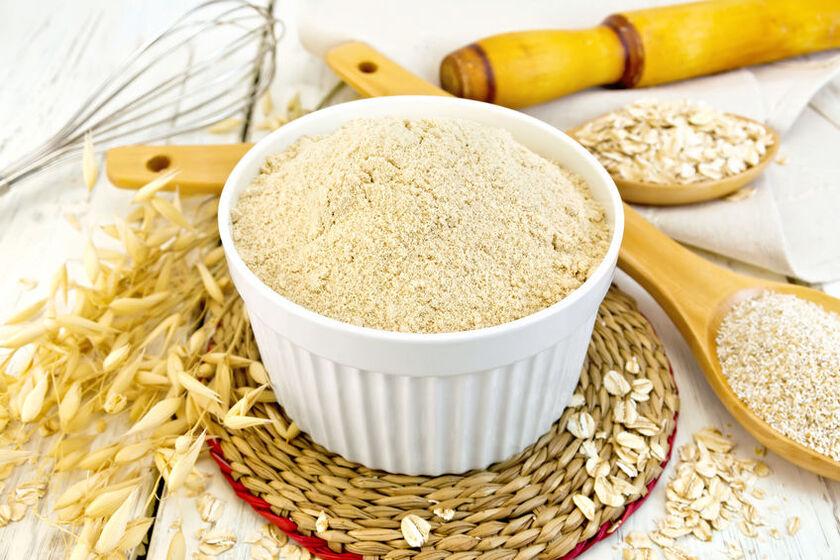 Mąka owsiana w miseczce