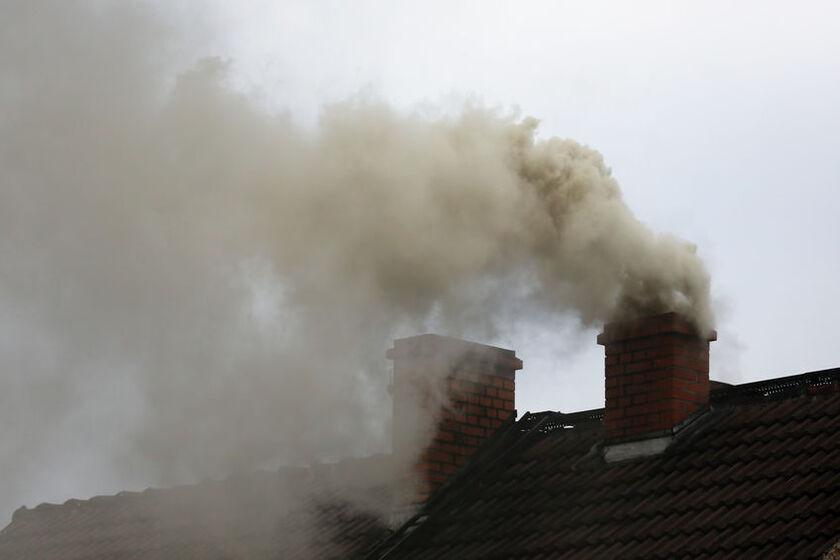 Dym wydobywający sięz kominów