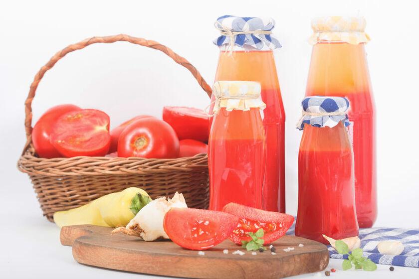 Soki pomidorowe na zimę w słoikach