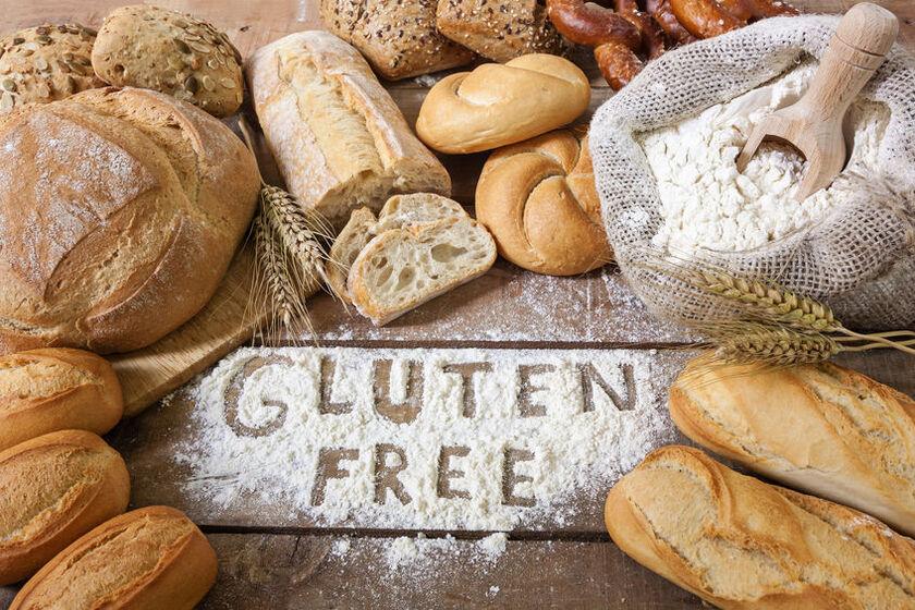 Chleb bezglutenowy i worek mąki