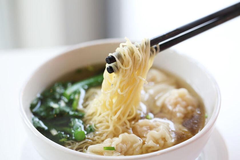 Zupa z makaronem chińskim