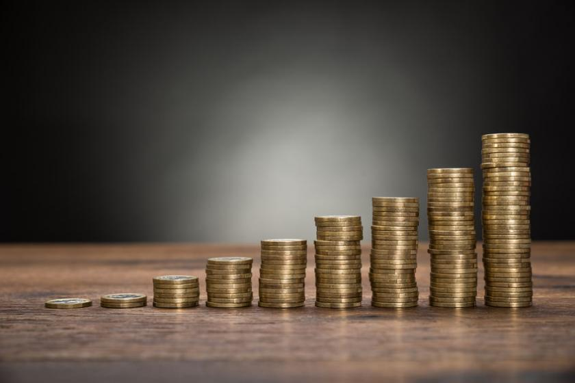 Wykres z monet ilustrujący wzrost cen