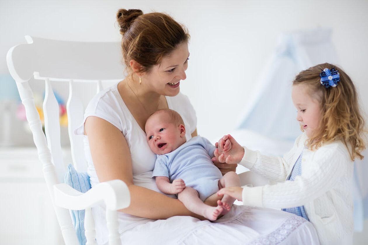 Matka z dwoma córkami