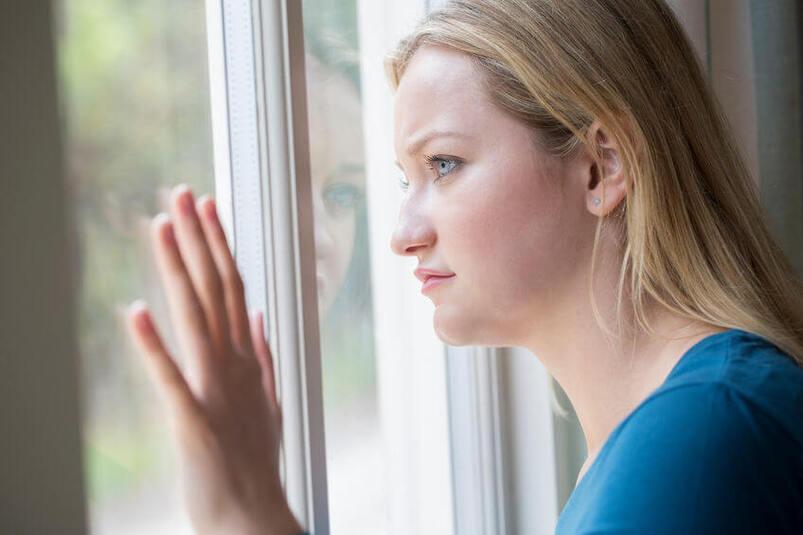 Kobieta cierpiąca na agorafobię