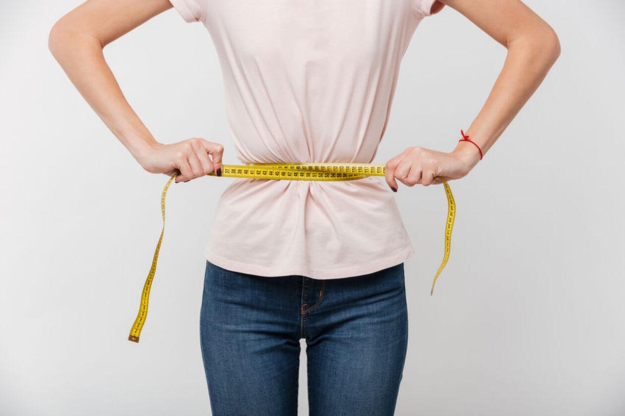Kobieta na diecie odchudzającej