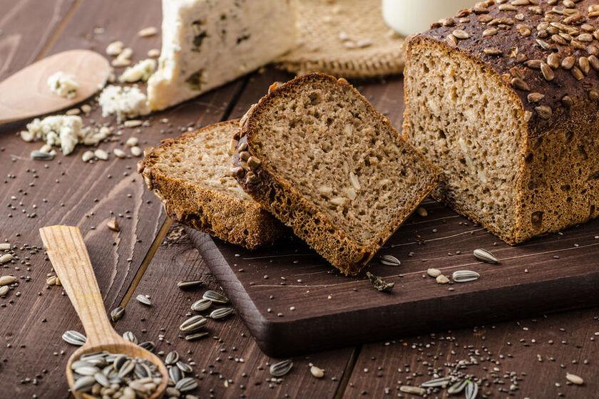 Chleb wieloziarnisty razowy