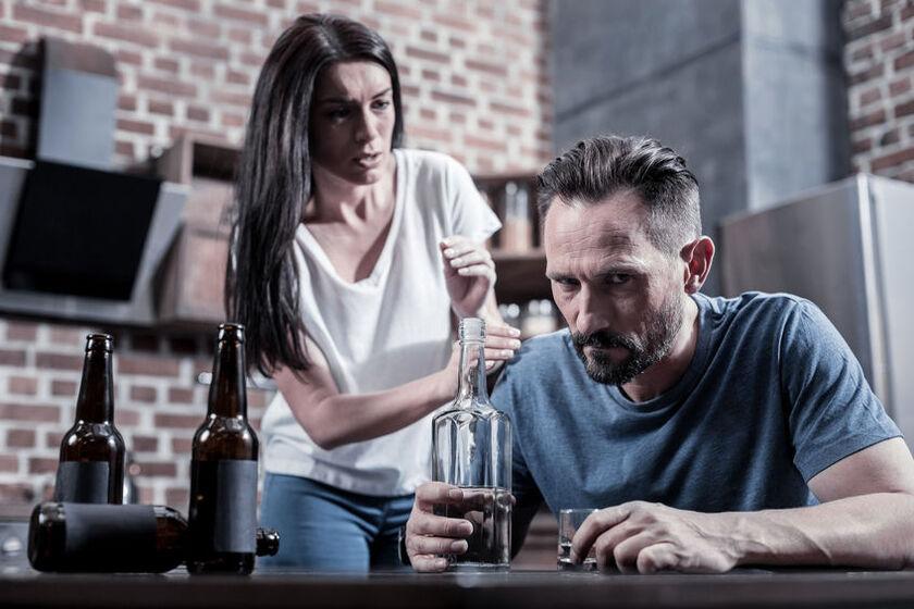 Mężczyzna w psychozie alkoholowej