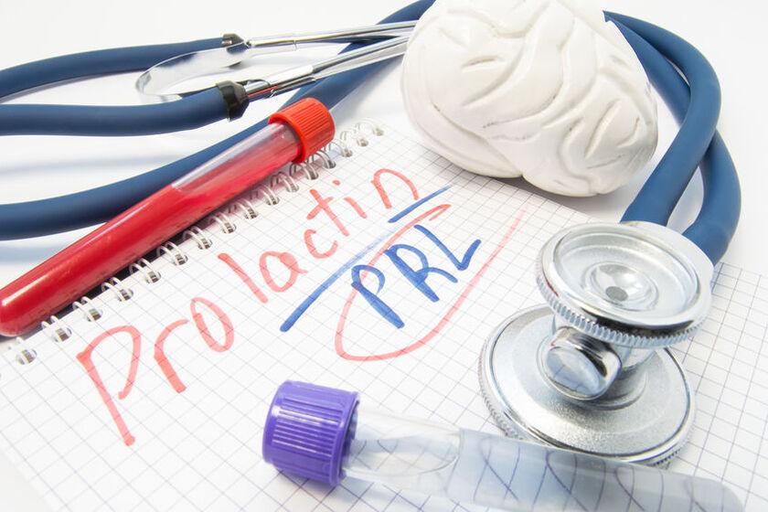 Próbka krwi, stetoskop i model mózgu