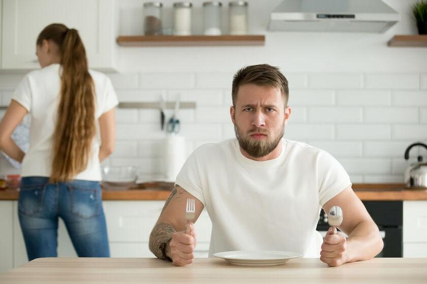 Mężczyzna odczuwający ciągły głód