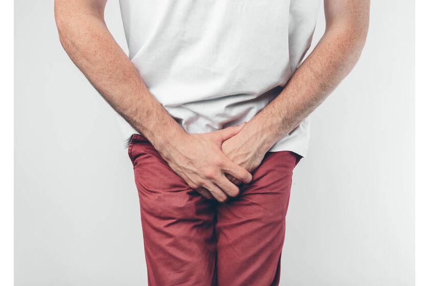 Mężczyzna z problemem moczu