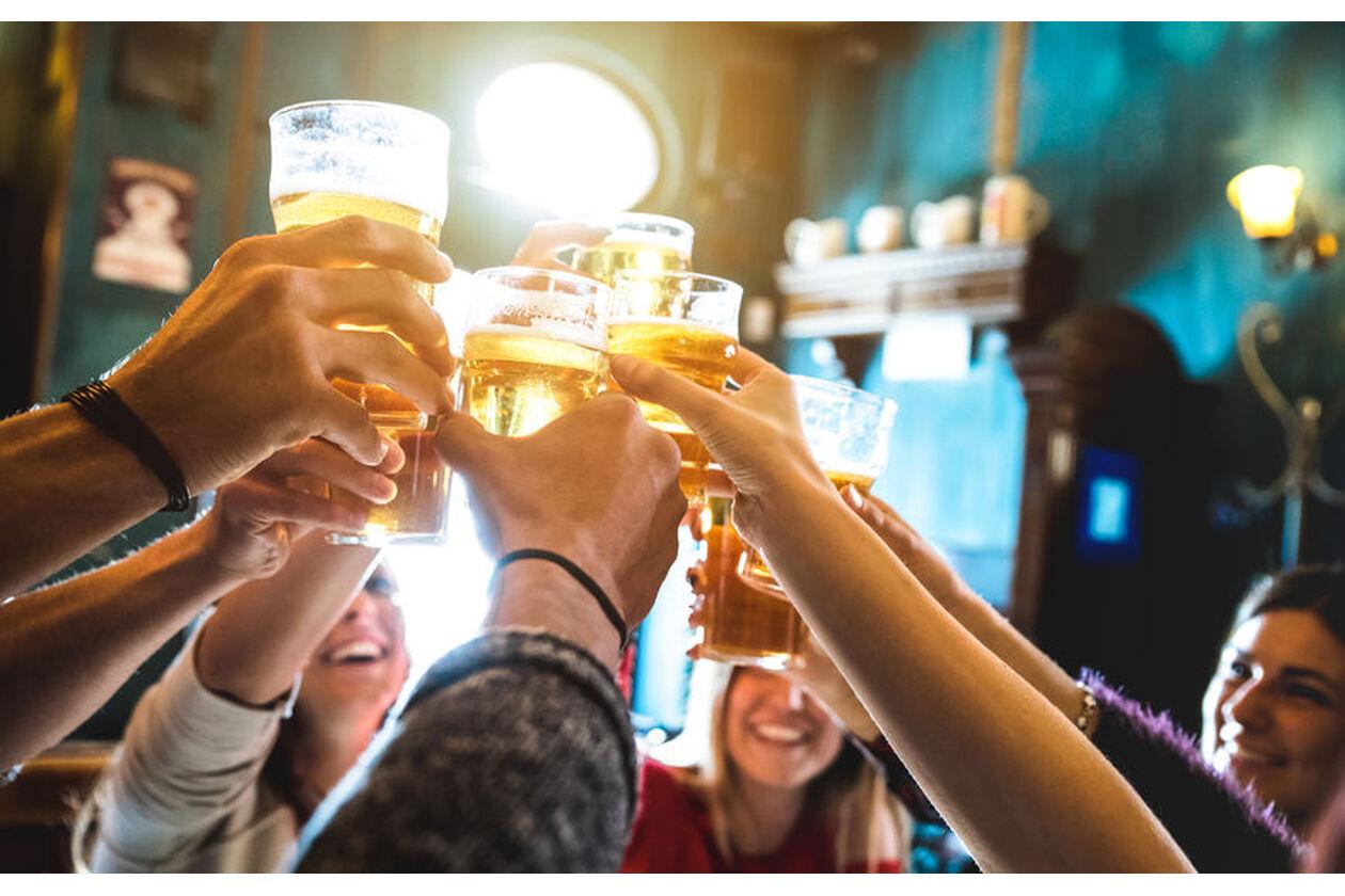 Picie piwa na przyjęciu