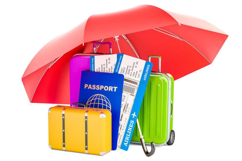 Walizki i bilet lotniczy