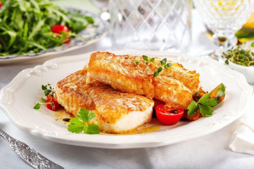 Pieczony dorsz to dobra propozycja na obiad przy diecie wątrobowej