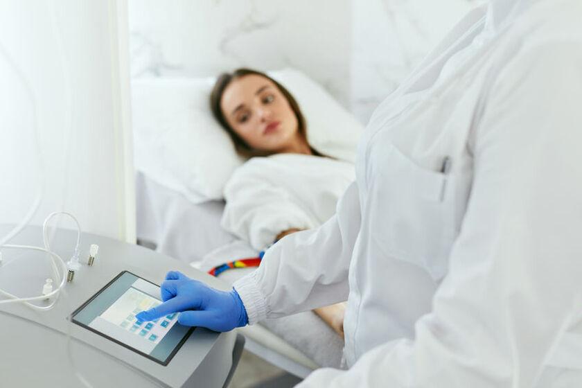 Pacjentka w trakcie dializy