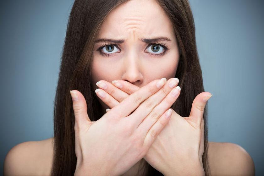 Opadające kąciki ust