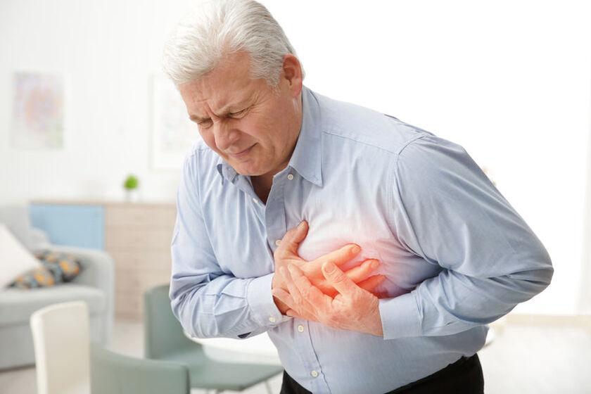Mężczyzna odczuwa kłucie w sercu