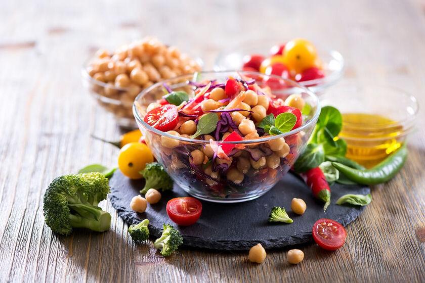 Sałatka to pomysł na szybką kolację wegetariańską