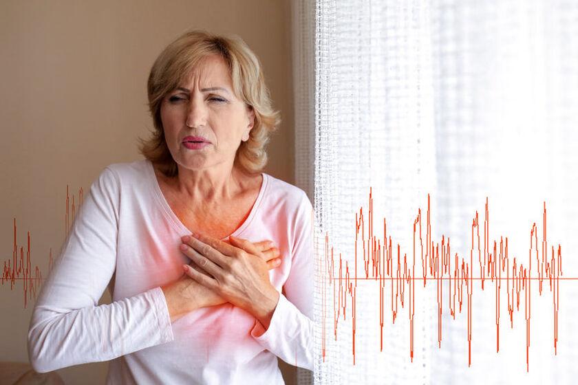 Kobieta odczuwa ból serca