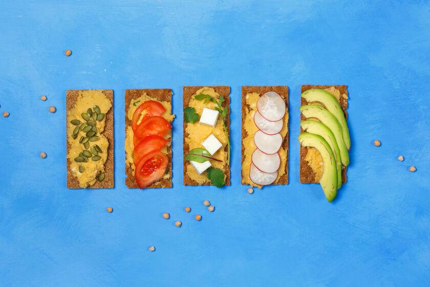 Kanapki z warzywami sprawdzają się jako świetne śniadanie dla kobiet z endometriozą