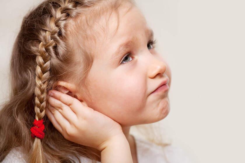 Dziecko odczuwa objawy zapalenie ucha
