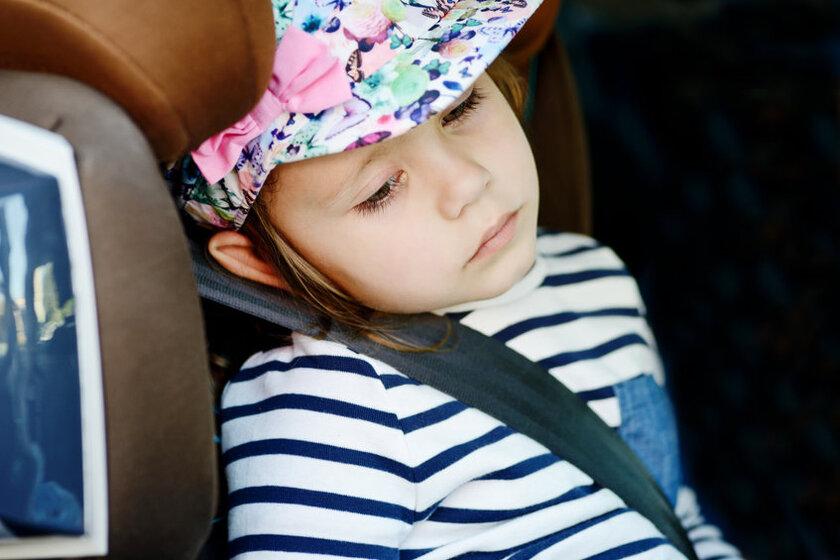 Dziecko z objawami choroby lokomocyjnej
