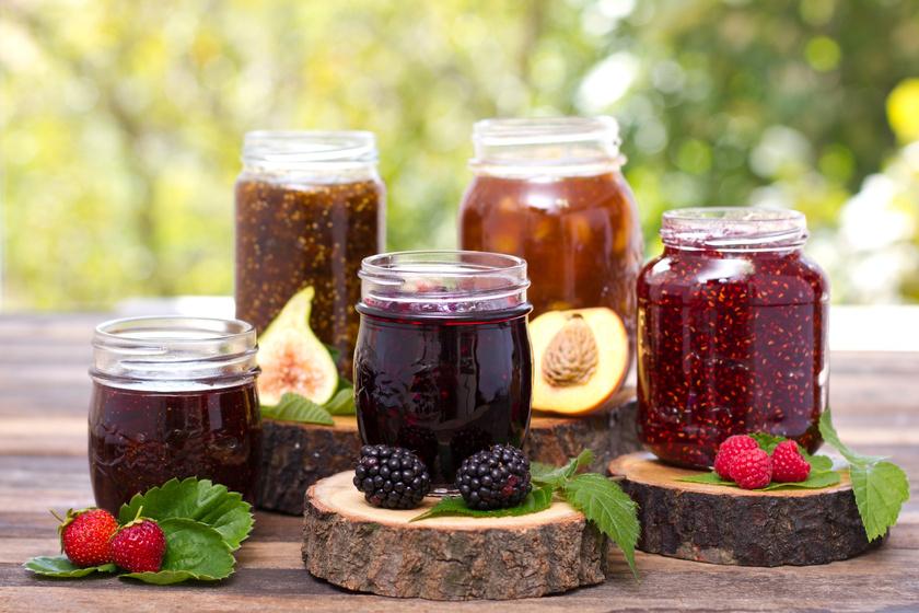Przetwory z owoców w słoikach